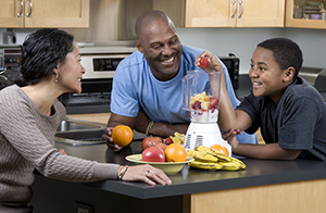 Family making fruit smoothies.